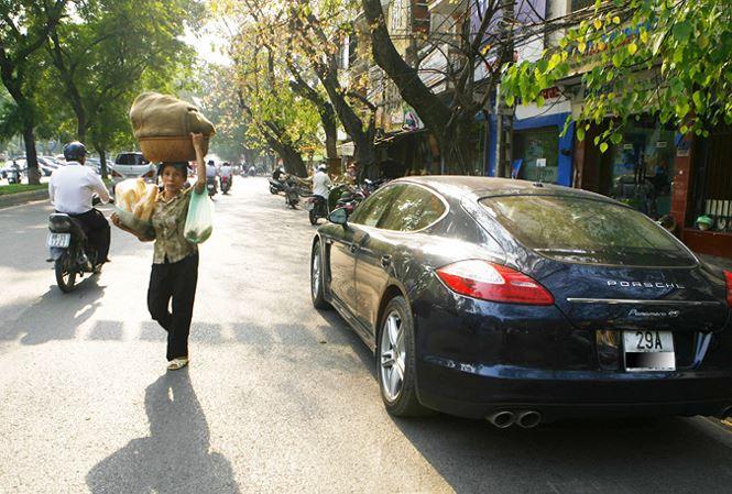 Khoảng cách giàu nghèo ngày càng tăng tại Việt Nam. Ảnh: Hồng Vĩnh.