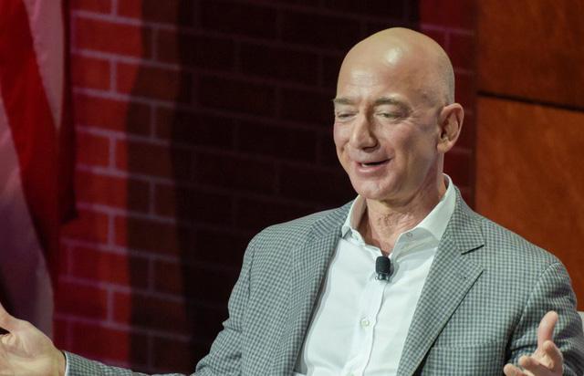 Ông chủ Amazon thành người giàu nhất lịch sử với khối tài sản 150 tỷ USD