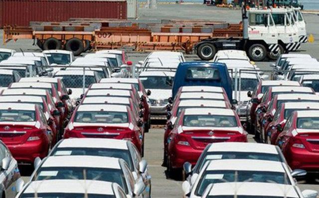 Trong 6 tháng đầu năm, lượng xe nhập khẩu vào Việt Nam giảm mạnh.