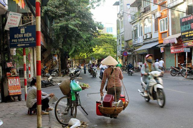 Hình ảnh gánh chè rong, tào phớ gánh trở nên quen thuộc trên các con phố Hà Nội