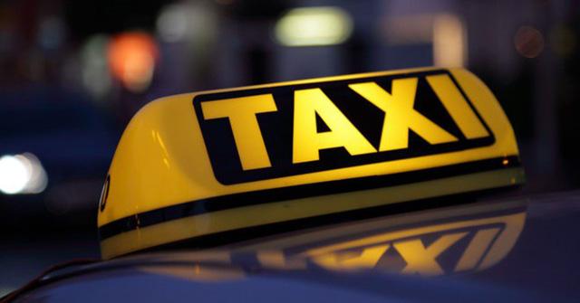"""Xe Grab gắn mào """"taxi điện tử"""" trên nóc: Kẻ ủng hộ, người kêu bất hợp lý"""