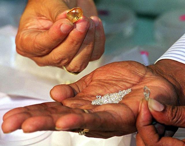 Phát hiện khối lượng kim cương cực