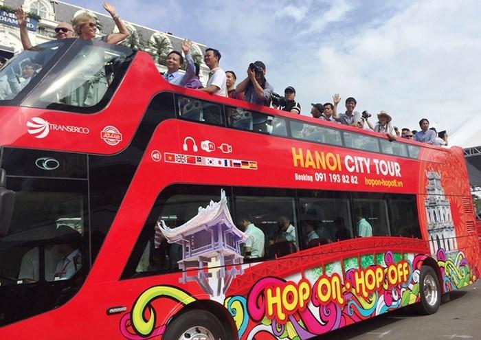 Bị chê đắt, Hà Nội thêm vé rẻ, tour đêm cho buýt 2 tầng