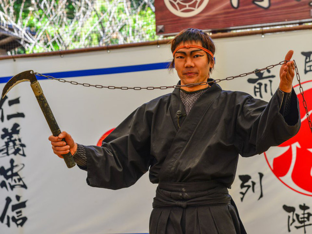 Một người đàn ông mặc trang phục ninja và giảng dạy tại Trường Ninja ở thành phố Iga, Nhật Bản. (Nguồn: Phuong D. Nguyen / Shutterstock)