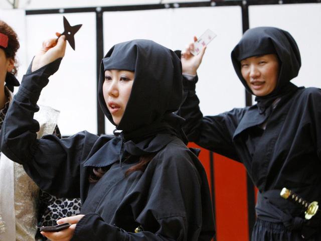 Một phụ nữ đóng làm ninja trong một lễ hội ninja ở Iga. (Nguồn: REUTERS / Kim Kyung-Hoon)