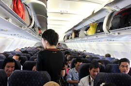 Đánh nữ tiếp viên trên máy bay, nam hành khách bị phạt 15 triệu đồng