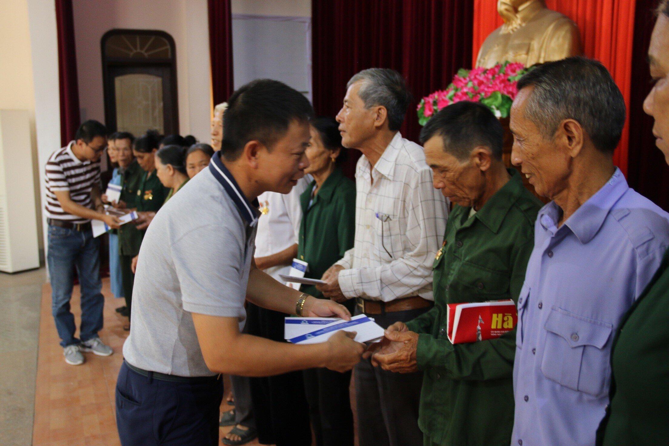 Tân Hiệp Phát tặng quà cho các cựu thanh niên xung phong tại Nghệ An, Hà Tĩnh