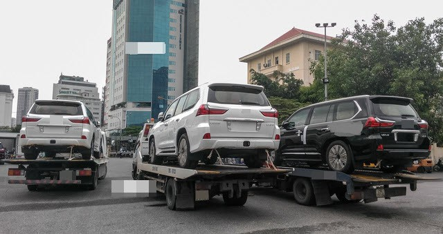 Tiêu thụ xe cao cấp tại Việt Nam ngày càng khó khăn dù nhu cầu xe hơi của người Việt đang lớn dần.