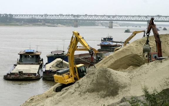 Mua bán, tiêu thụ cát sỏi không rõ nguồn gốc có thể bị truy cứu hình sự
