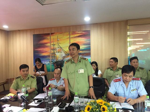 Ông Trần Hùng, Cục Phó Cục Quản lý thị trường - trưởng đoàn kiểm tra cho biết sẽ kiểm tra việc chấp hành pháp luật về kinh doanh của Con Cưng trong phạm vi 2 năm, từ 2017 đến tháng 7/2018. Ảnh: Đại Việt