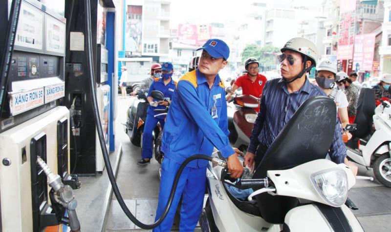 Xăng dầu liên tục tăng giá: Tạm ngừng trích quỹ bình ổn giá?