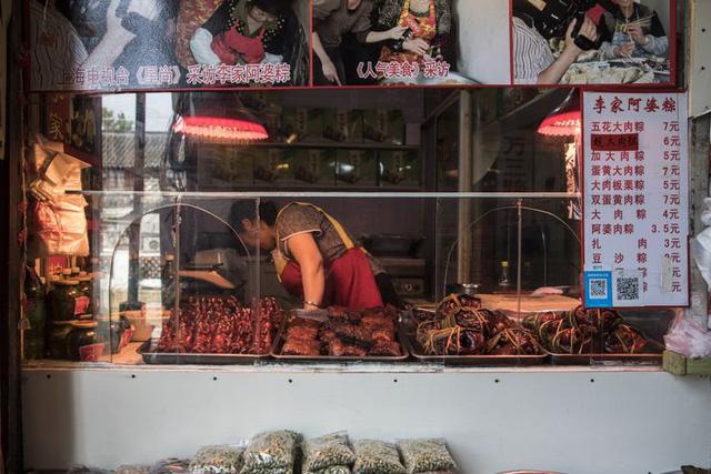 Cửa hàng bán các món chế biến từ thịt lợn tại Trung Quốc (Ảnh: Washington Post)