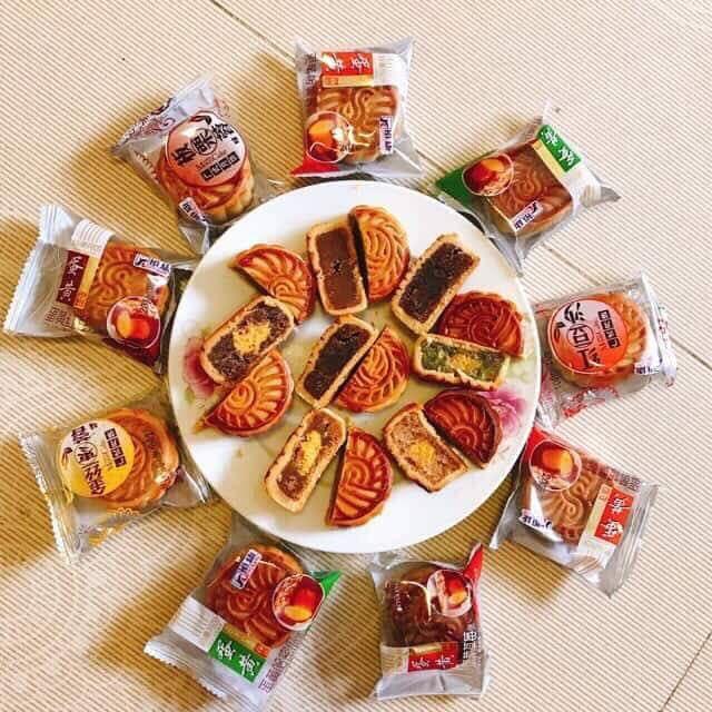 Loại bánh trung thu Trung Quốc mini có rất nhiều vị. (Ảnh: Hồng Vân)
