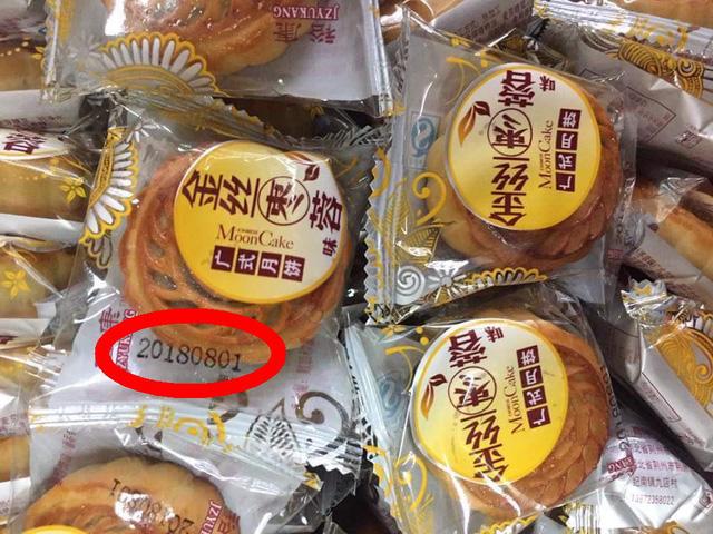 Theo thông tin trên bao bì, lô bánh trung thu Trung Quốc này mới được sản xuất vào ngày 1/8/2018. (Ảnh: Hồng Vân)