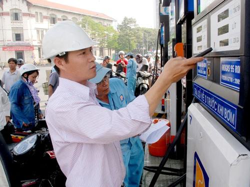 Giá dầu tiếp tục leo cao, giá xăng được giữ ổn định