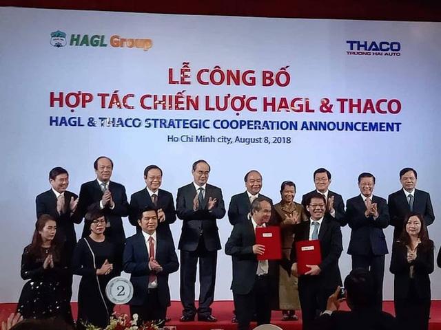 Thủ tướng Chính phủ Nguyễn Xuân Phúc cũng lãnh đạo Bộ, ngành, lãnh đạo nước Lào, Campuchia... đã chứng kiến lễ công bố hợp tác chiến lược giữa tập đoàn Hoàng Anh Gia Lai (HAGL) và Công ty Cổ phần ô tô Trường Hải (Thaco).