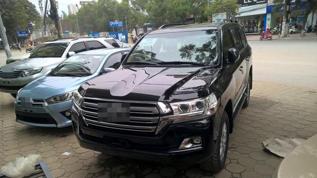 Tiêu thụ xe cao cấp giảm mạnh, người Việt tăng mua xe bình dân