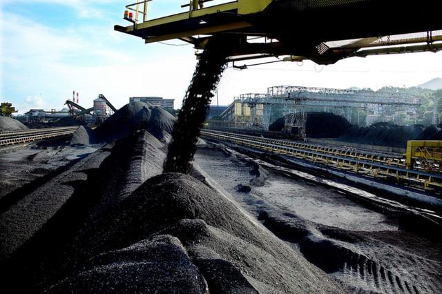 Việt Nam ồ ạt nhập dầu thô và than đá, giá than Trung Quốc