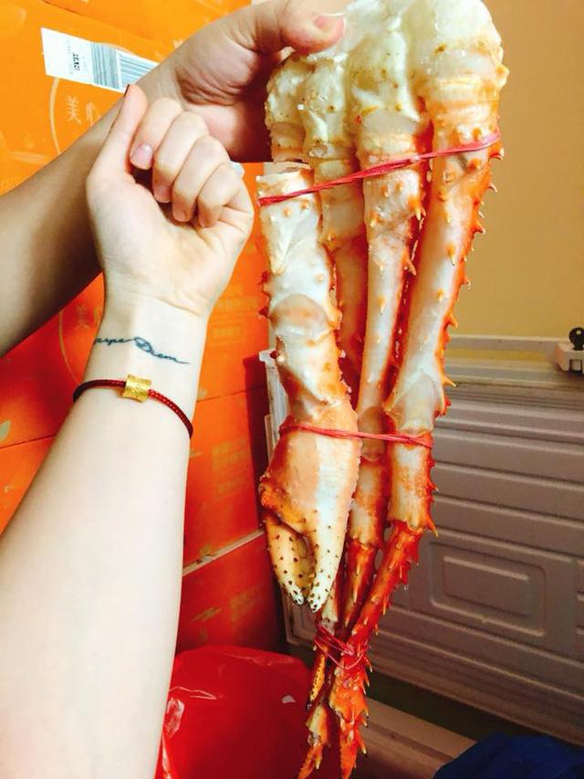 Cái chân cua dài nửa mét giá 4 triệu đồng: Hà thành ăn chơi, hưởng 1 lần cho sướng