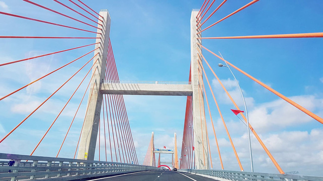 Cây cầu made in Việt Nam với kiến trúc độc đáo, đặc sắc bởi những nhịp cầu tạo nên 3 chữ H (Hạ Long- Hải Phòng -Hà Nội)