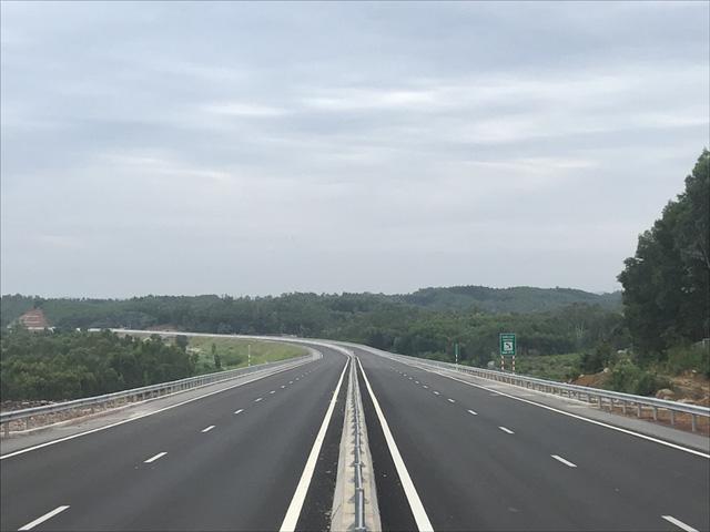 """""""Con đường tạo cơ hội"""" Đà Nẵng - Quảng Ngãi chạy tối đa 120km/h"""