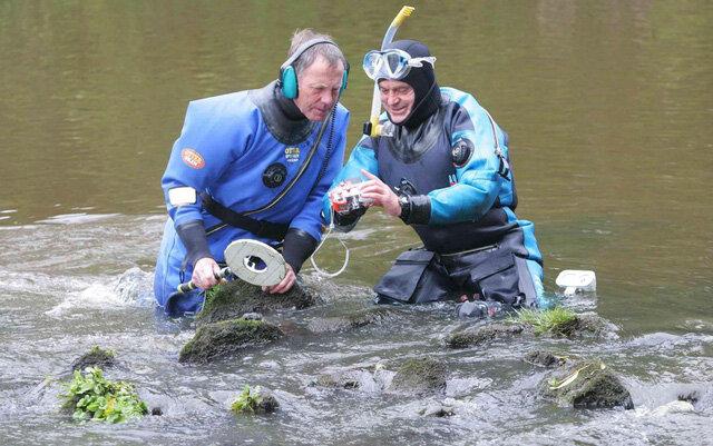 Dành 30 năm lặn sông, hai ông lão vớt được kho báu 5.000 cổ vật
