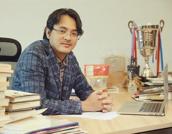 Chủ tịch Yeah1 từng là một diễn viên trước khi bước vào lĩnh vực kinh doanh và trở thành một trong những đại gia trên sàn chứng khoán