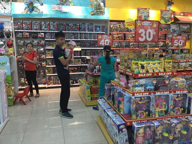 Đồ chơi nhập khẩu được bán chủ yếu tại các trung tâm thương mại