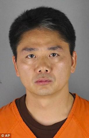 Tỷ phú Lưu Cường Đông vừa bị bắt giữ tại Mỹ với cáo buộc bê bối tình dục và hiện đã được thả ra do thiếu chứng cứ. Ảnh: AP