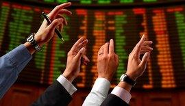 Tiền vào chứng khoán như nước, VN-Index vượt 1.030 điểm