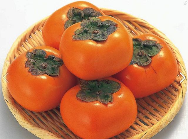 Hồng giòn xuất xứ Nhật Bản có giá gần 1 triệu một kg hút giới nhà giàu Việt