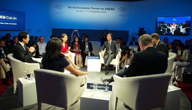 Bộ trưởng Trần Tuấn Anh trao đổi với lãnh đạo các Tập đoàn nước ngoài trong phiên thảo luận về công nghệ số