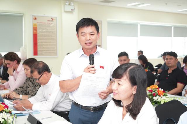 Một số đại biểu Quốc hội tỉnh Bình Dương đóng góp ý kiến tại hội thảo.