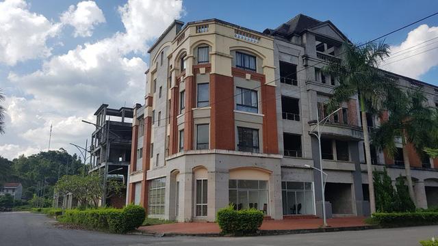 Căn nhà duy nhất ở ngay lối vào của dự án đã được hoàn thiện, trước đây là nơi đặt trụ sở Ban quản lý dự án