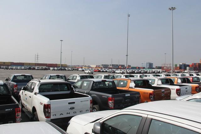 Lượng xe bán tải tiêu thụ giảm mạnh ở Việt Nam