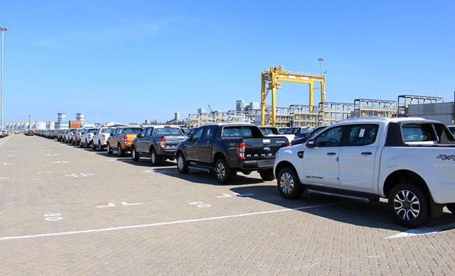 Nhiều xe tải nhập khẩu đổ vềViệt Nam trong tháng 8