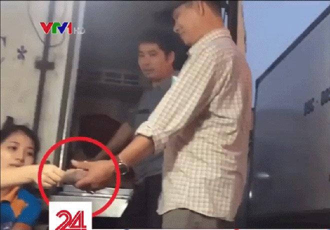 Chủ tịch Hà Nội giao công an điều tra hoạt động bảo kê chợ Long Biên