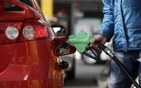 Điều chỉnh tăng thuế môi trường với xăng dầu có thể đóng góp 15.700 tỷ đồng vào ngân sách công mỗi năm, tương đương 1,5% tổng thu từ thuế và phí