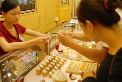 Phiên giao dịch sáng nay 22/9, giá vàng SJC được doanh nghiệp điều chỉnh giảm nhẹ so với chốt phiên hôm qua.