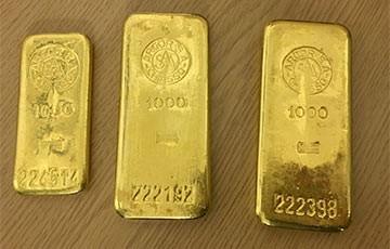 3 thanh vàng ròng được giấu kín trong chiếc tủ bếp cũ. (Nguồn: The Stopru)