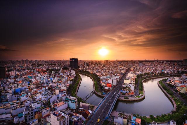 Nền kinh tế Việt Nam vẫn còn những rủi ro nội tại đáng báo động (ảnh minh hoạ: The Asset)