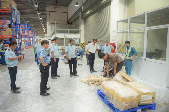 Toàn bộ số hàng đang bị hải quan tạm giữ chờ điều tra