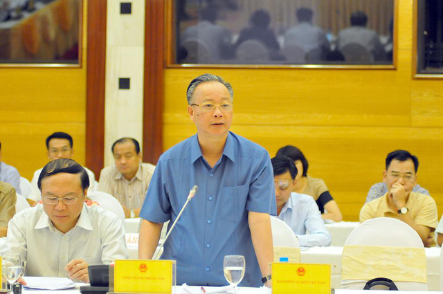 Phó Chủ tịch UBND TP Hà Nội Nguyễn Văn Sửu trả lời câu hỏi tại cuộc họp báo