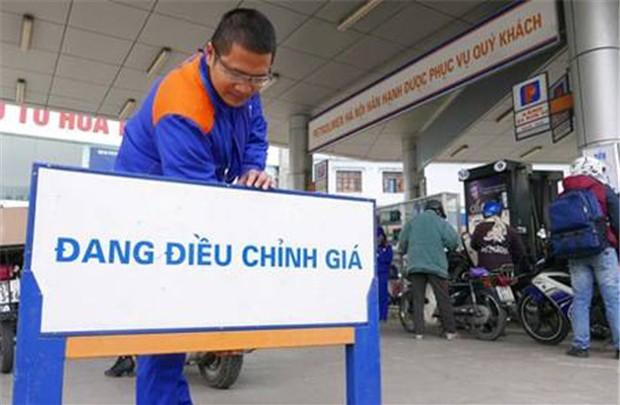 Giá xăng dầu tiếp tục được điều chỉnh tăng khá mạnh