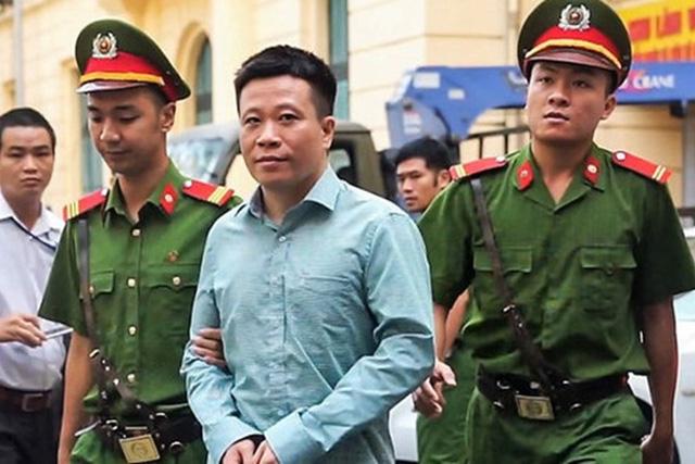 Ông Hà Văn Thắm- cựu Chủ tịch HĐQT Ocean Bank trong môt lần ra toà.