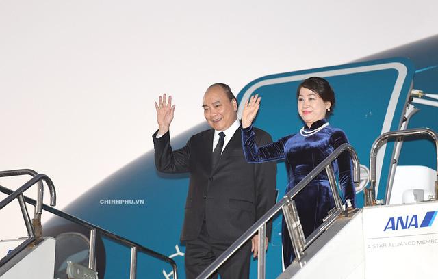 Thủ tướng Nguyễn Xuân Phúc và Phu nhân đã tới Nhật Bản vào chiều tối 7/10 (ảnh: VGP)