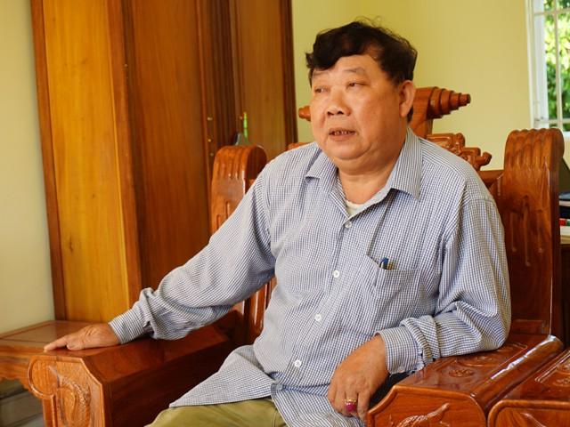 Ông Lương Văn Đại - Chủ tịch UBND xã Châu Bình: Người ta đồn đại, ở đồi Tỷ chỉ cần vốc 1 nắm đất lên, miết cái là gặp đá quý. Ở đồi Triệu thì ít hơn.