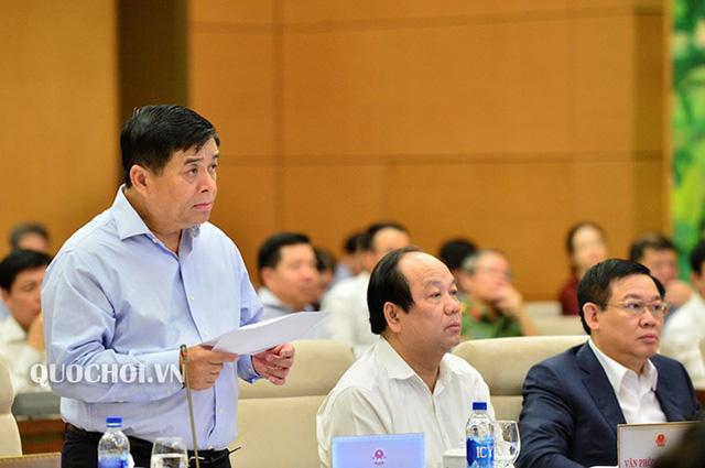 Bộ trưởng KH-ĐT Nguyễn Chí Dũng và nhiều thành viên Chính phủ có mặt tại phiên thảo luận về tình hình kinh tế xã hội của UB Thường vụ Quốc hội