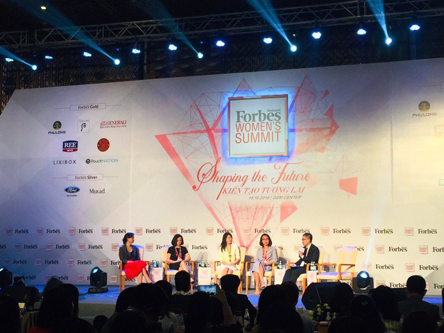 """Các doanh nhân nữ thành đạt chia sẻ """"bí quyết"""" với thế hệ phụ nữ trẻ tại Women's Summit 2018. Ảnh: Đại Việt"""