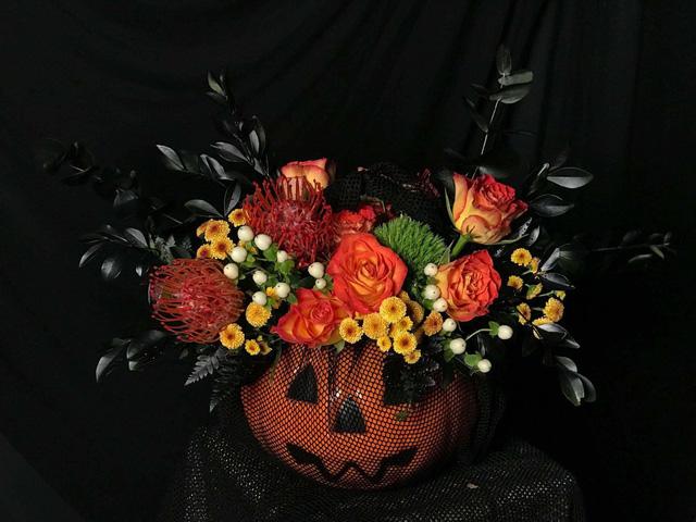 Gần 20 triệu đồng lẵng hoa Halloween, giật mình vì xót chứ không vì sợ ma